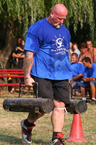 """""""KI A LEGÉNY A GÁTON?"""" - Erős emberek versenye (Abádszalók, 2013.08.20.)"""