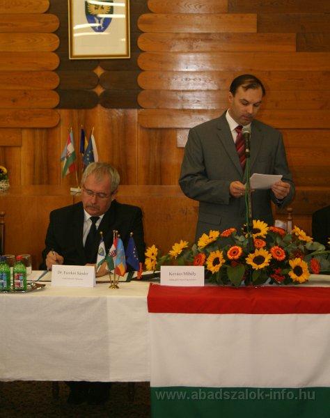 Képekben: Abádszalók városnapi testületi ülés (2013.10.05.)